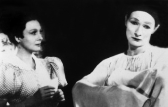 Arletty and Jean-Louis Barrault in Marcel Carn�'s Les Enfants du Paradis
